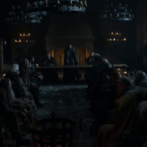 Versammlung in der großen Halle von Winterfell.