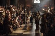 Королевские гвардейцы ведут Тириона на суд 4x06