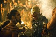 Дрого и Визерис в короне 1x06