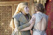 Margaery averts gaze from Joffrey's death