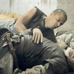 Grey Worm holds a dead Barristan Selmy in