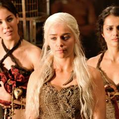 Daenerys ze służąca w Vaes Dothrak.