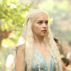 Daenerys adopts traditional Qartheen fashion.