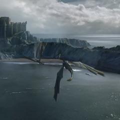 Drogon, Rhaegal und Viserion fliegen auf Burg Drachenstein zu.