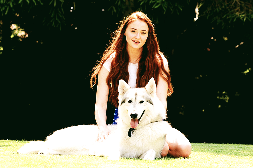 File:Sophie Turner and Zunni 2.png