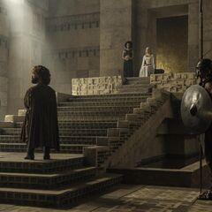 Tyrion im Thronsaal vor Daenerys