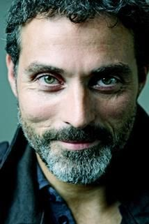 File:Rufus Sewell as Auster Keller.jpg