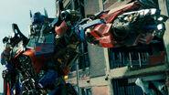 Transformers-Dark-of-the-Moon-1