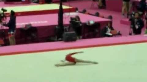 Viktoria Komova suelo (equipos) 2012 Londres