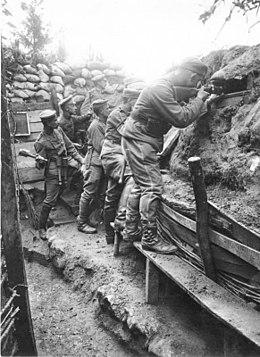 260px-Bundesarchiv Bild 136-B0560, Frankreich, Kavalleristen im Schützengraben