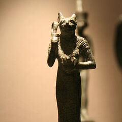 Estatua del dios gato de egipto