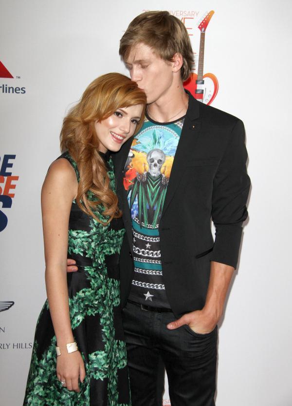 Bella thorne boyfriend kissing