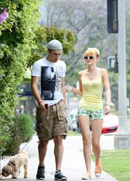 Bella-thorne-with-male-pal-and-Kingston