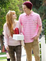 Bella-thorne-with-boyfriend (9)