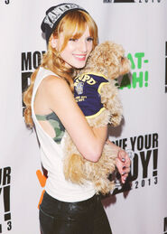 Bella-thorne-with-her-adorable-puppy-kingstone-atevent