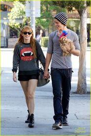 Bella-thorne-vampire-teeth-jumper-with-boyfriend-kingston
