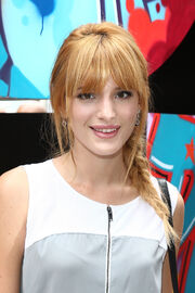 Bella-thorne-GraffitiWall