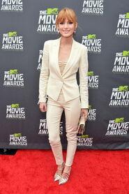 Bella-thorne-MTV-Movie-Awards-(2)