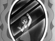 Kaori presa no espelho
