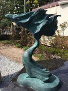 Hitorima statue