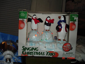 GEMMY 3 PENGUINS SINGING CHRISTMAS TRIO BY GEMMY, ORIGINAL BOX ,NEW BATTERYS!!