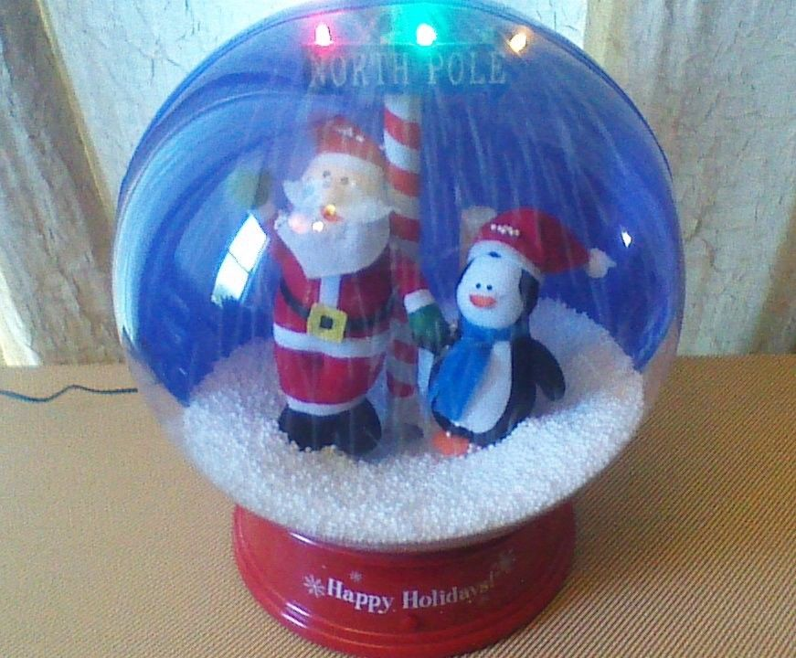 snowglobes gemmy wiki fandom powered by wikia - Motorized Christmas Decorations