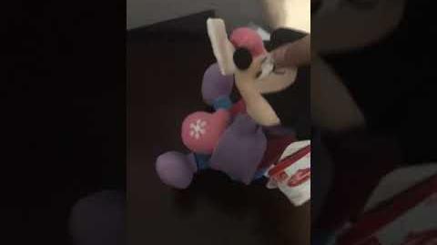 Gemmy Minnie mouse shakers read description