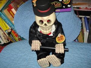 Dancing skeleton puttin' on the ritz 3