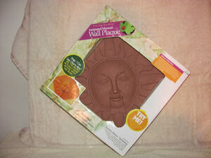 Living garden singing sun plaque