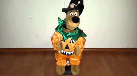 Hip Swinging Halloween Scooby Doo
