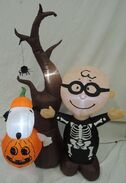 Gemmy inflatable peanuts halloween scene