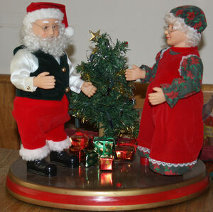 Gemmy dancing claus couple 2
