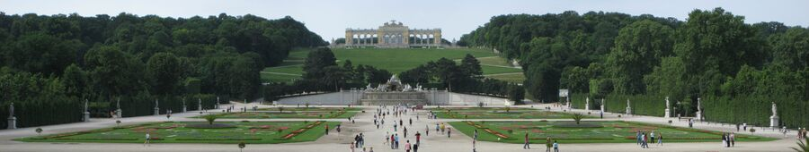 Schlosspark Schoenbrunn Panorama