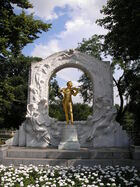 Strauß monument Vienna June 2006 457