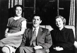 Stanley dunham with daughter ann and wife Madelyn