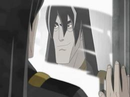 Vankleiss mirandose en el espejo