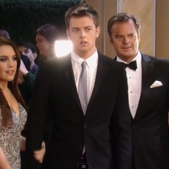 Michael, Kiki and Ned arrive on the red carpet