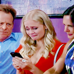 Serena and her parents mourn Lee