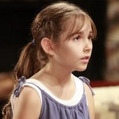 Haley Pullos debuts as Molly Lansing-Davis