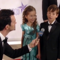 Cameron and Emma arrive on the red carpet