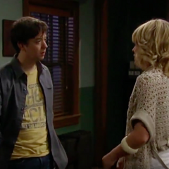 Maxie tries to get Spinelli to cheat on her to even the score for cheating on him with Franco