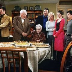Pizza for Thanksgiving has been a long standing tradition at the Quartermaine mansion. (2000)