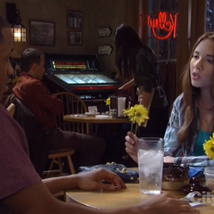 Molly and TJ have lunch and talk about Rafe (2013)