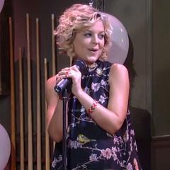 Pregnant Maxie does karaoke