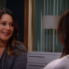 Robin tells her mother about her pregnancy