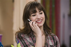 Demi-lovato-sonny-with-a-chance-phone-call