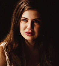 Davina-Claire-Girl-in-New-Orleans-the-originals-tv-show-35995882-649-720