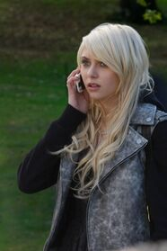 Taylor-Momsen-in-GOSSIP-GIRL-Episode-3 10-The-Last-Days-of-Disco-Stick-2