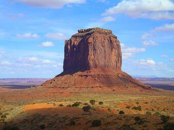 800px-Monument Valley Merrick Butte