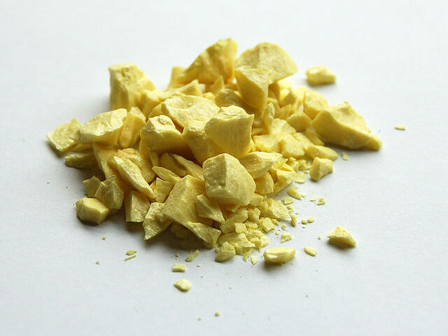 File:Sulfur-sample.jpg